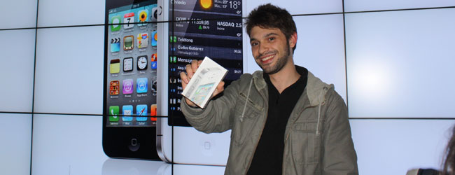 LA FIEBRE APPLE // El primer fan del IPhone 4S